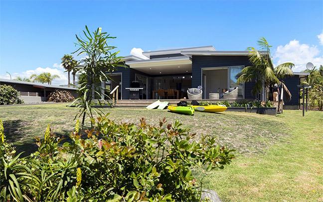 pohutukawa-beach-house1